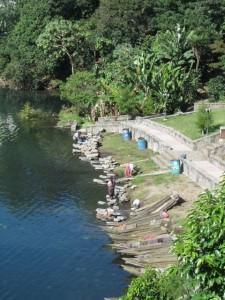 Women washing on the banks of the lake.